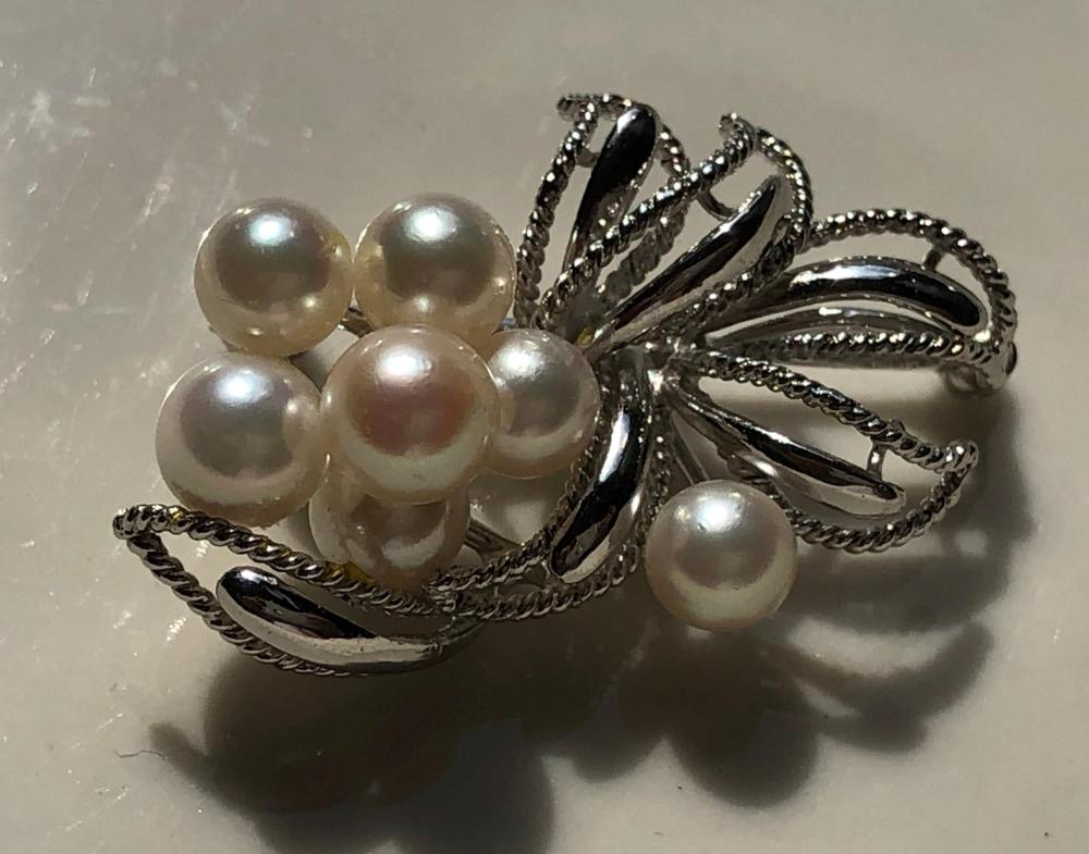"Vintage Silver Pearl Brooch Pin, Size: 1.5"" x 1"""
