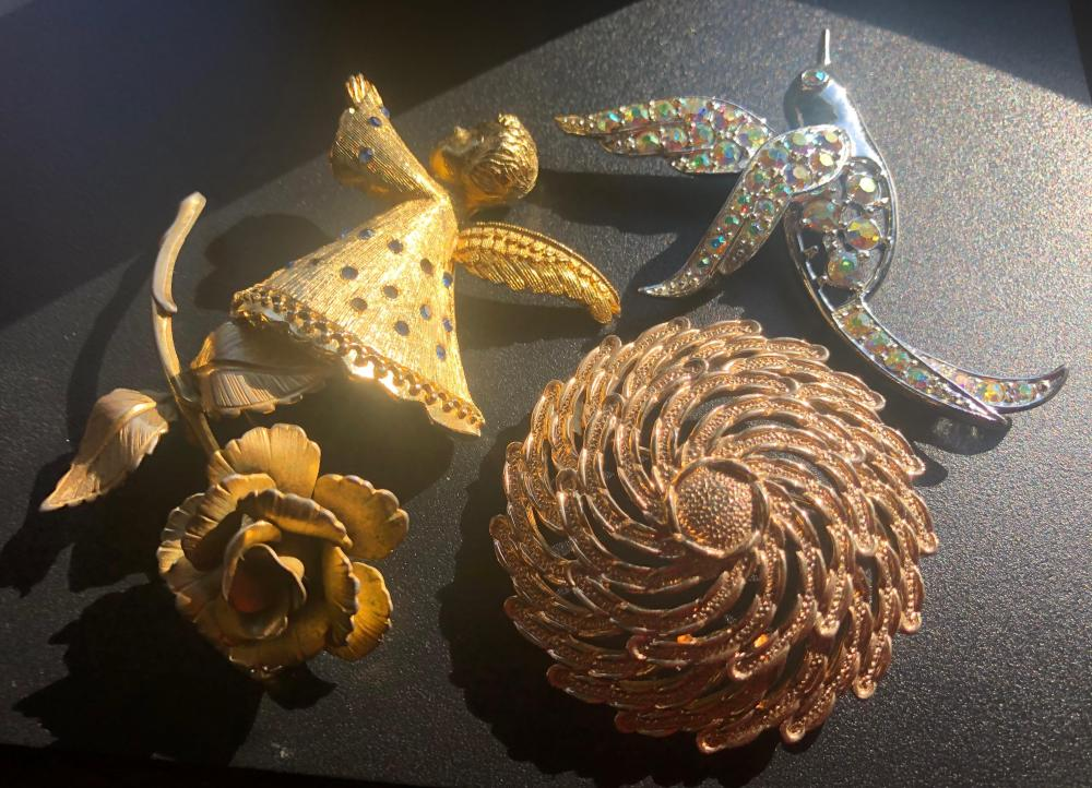 Group of Brooth Pins