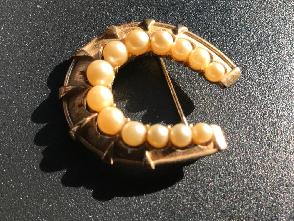 "Vintage Trifari Brooch Pin, Size: 1.5"""