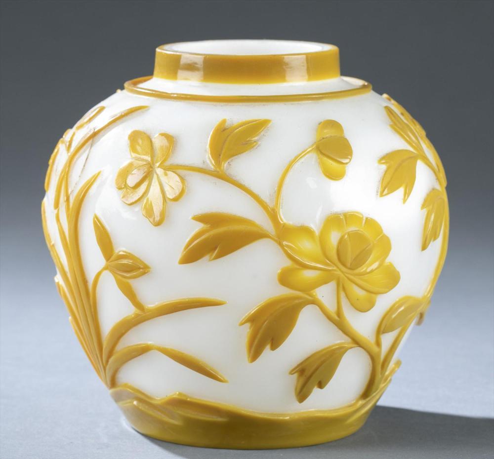 Antique Chinese Peking glass vase, Qianlong mark