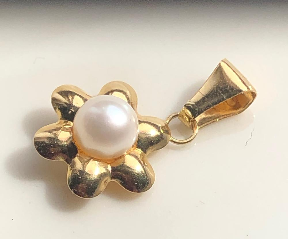 18K Gold Pearl Pendant Marked 750