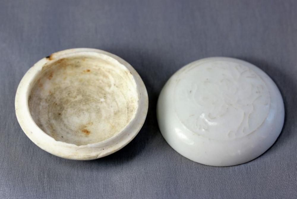 Chinese Song Dynasty white glazed porcelain paste box