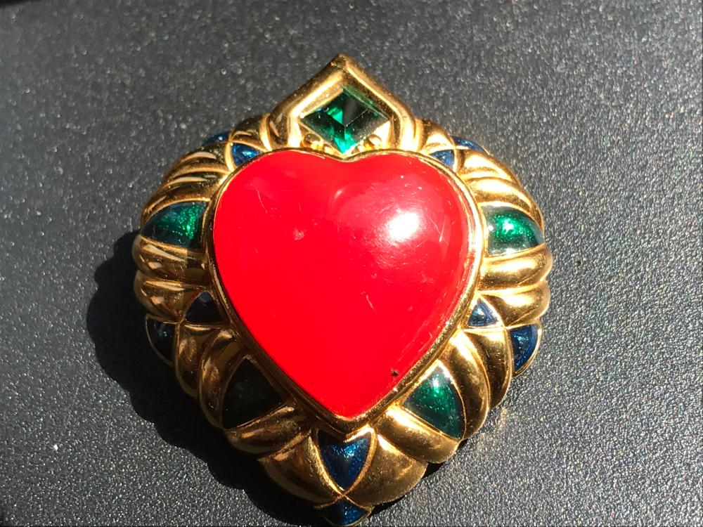 Vintage Shakira Caine Brooch Pin