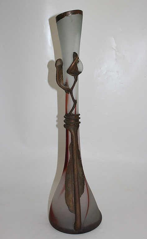 grand vase soliflore en p te de verre monture en laiton d. Black Bedroom Furniture Sets. Home Design Ideas