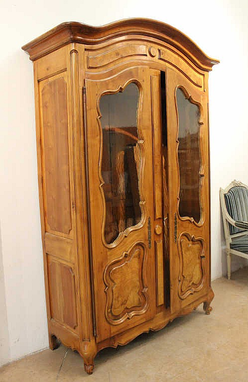 armoire en bois de placage ouvrant deux portes vitr es mo. Black Bedroom Furniture Sets. Home Design Ideas