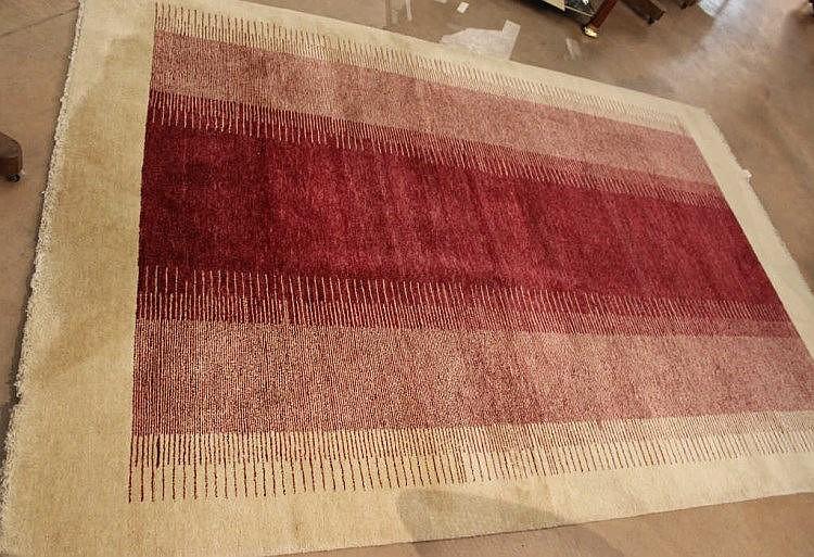 grand tapis en laine motif mattan royal bordeaux sur fon. Black Bedroom Furniture Sets. Home Design Ideas