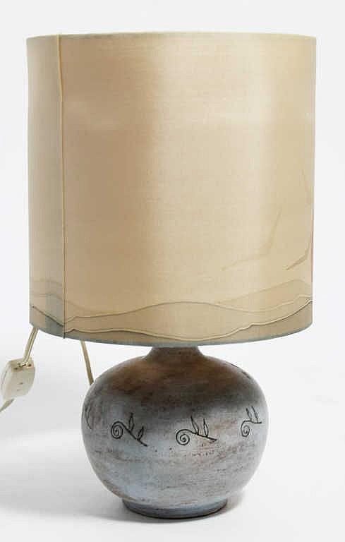 Jacques BLIN (1920-1995), Pied de lampe à corps pansu, grès à décor incisé vert de feuilles stylisées, signé au dessous, H. 16 cm