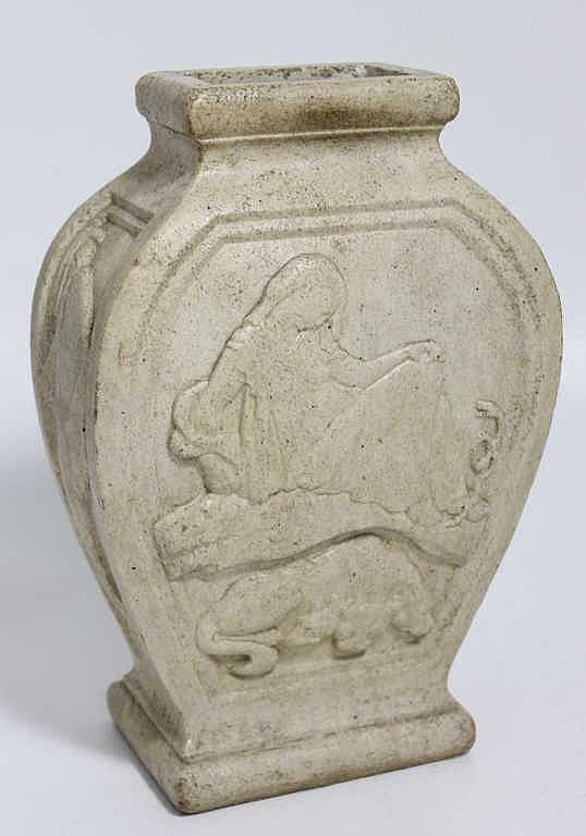 Georges HILBERT (1900-1982), Vase décor à l'antique, circa 1920, H. 29 cm