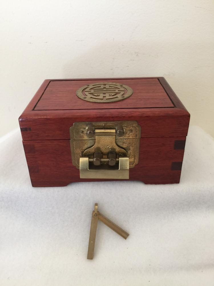Hardwood jewelry box with lock and key for Jewelry box with key