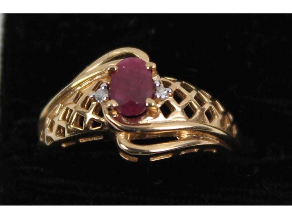 Ladies 14kt Gold Ruby Ring 3 Grams