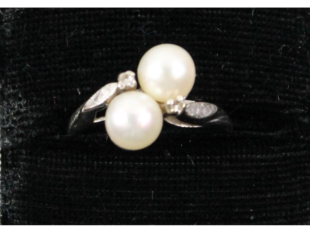 Ladies 14kt. Gold Double Pearl Ring 3 Grams
