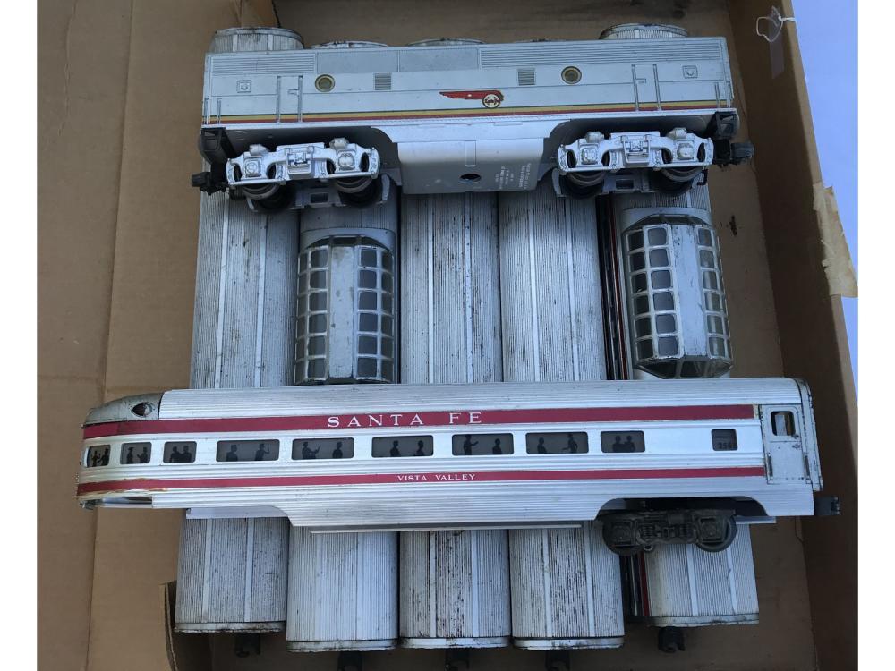 7 Lionel Train Cars Sante Fe