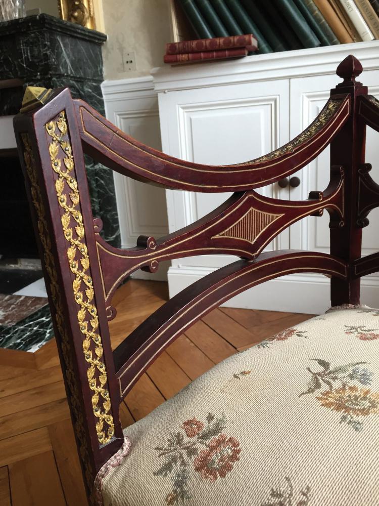 chaise d 39 angle en bois teint application en laiton trava. Black Bedroom Furniture Sets. Home Design Ideas
