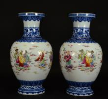 QINLONG MARK,A PAIR BLUE AND WHITE FAMILLE ROSE VASE