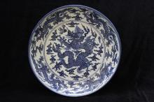 A XUANDE MARK BLUE AND WHITE DRAGON PLATE