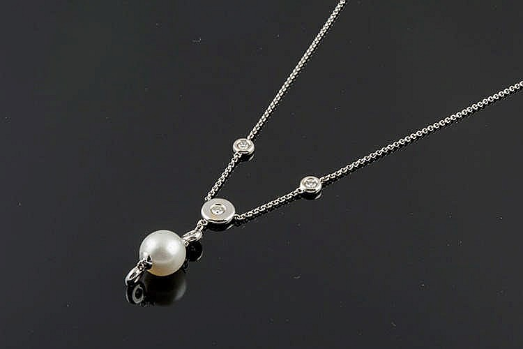 A GOLD, PEARL AND DIAMOND NECKLACE