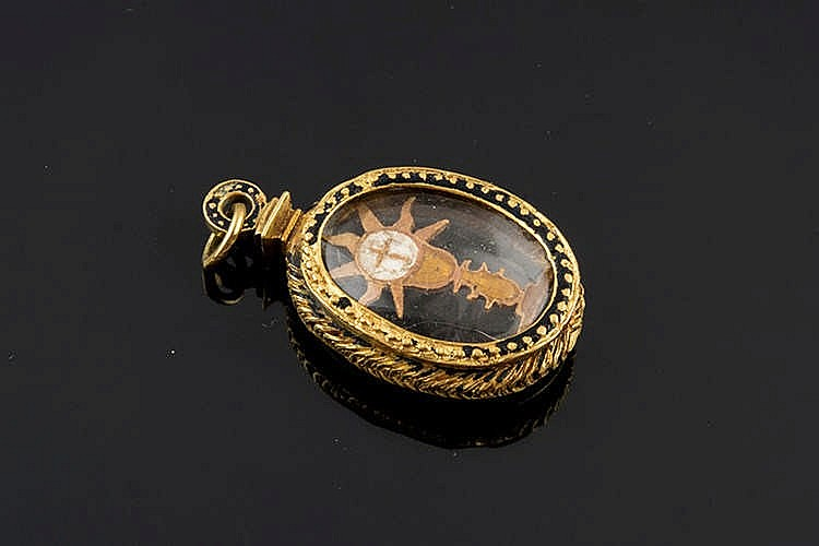 A GOLD AND ENAMEL PENDANT