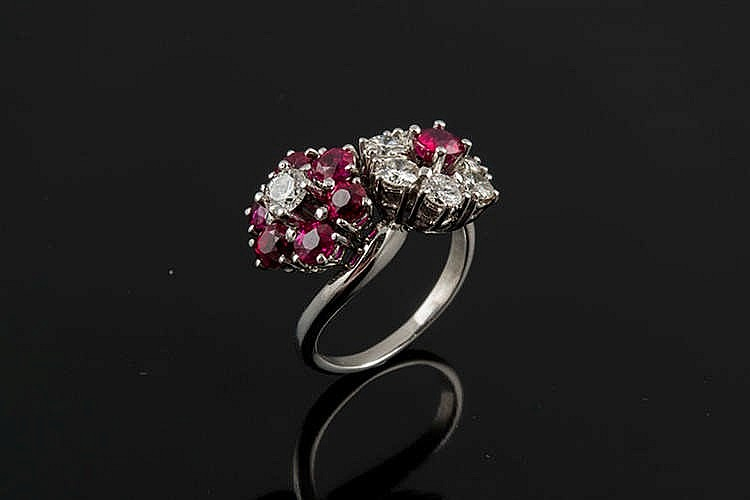 A GOLD, RUBY AND DIAMOND RING
