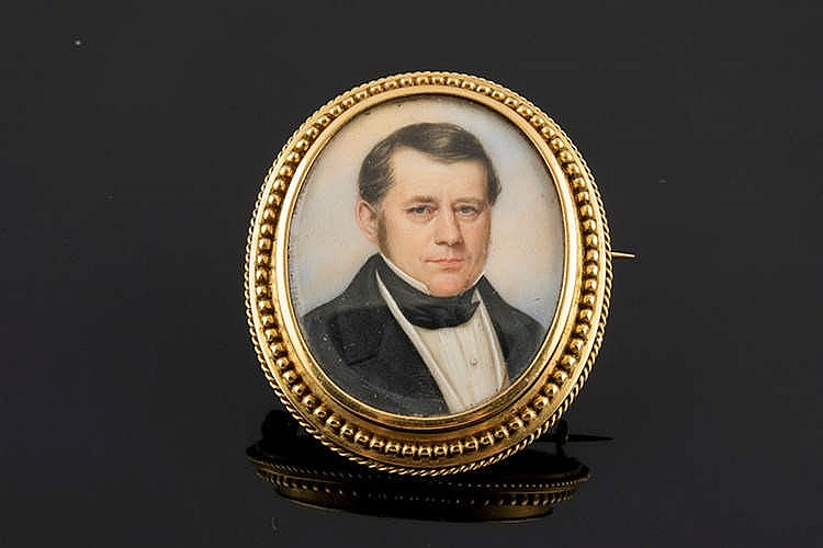 A MINIATURE MALE PORTRAIT BROOCH