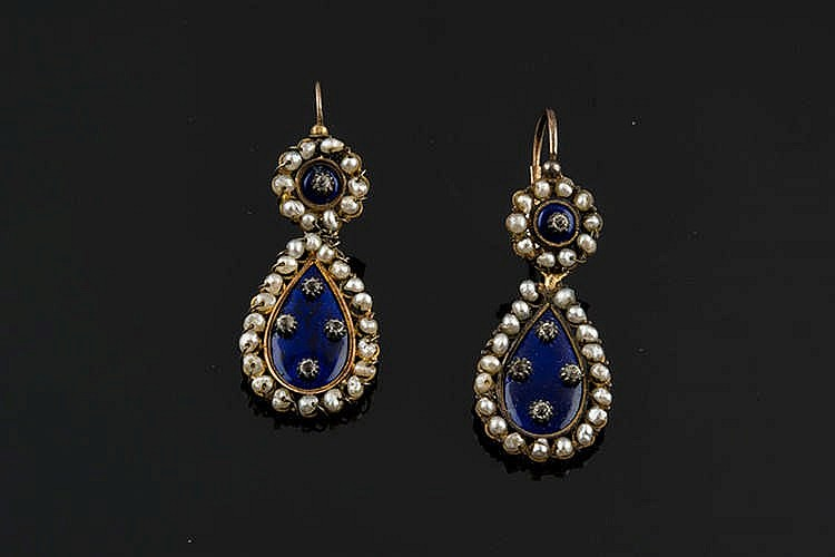 A PAIR OF GOLD, ENAMEL AND PEARL EARRINGS