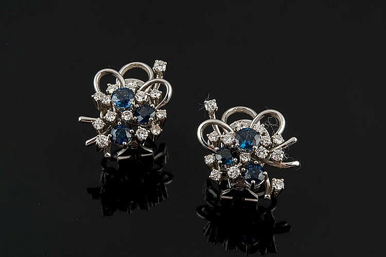 A PAIR OF GOLD, SAPPHIRE AND DIAMOND EARRINGS