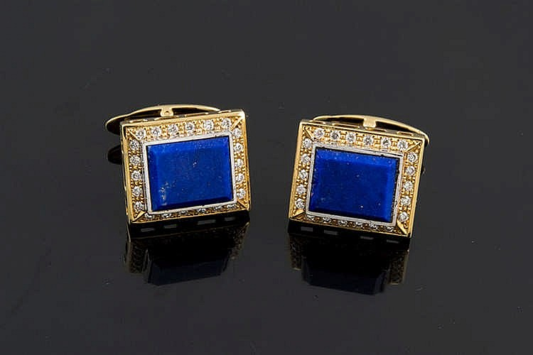 A PAIR OF GOLD, LAPIS LAZULI AND DIAMOND CUFFLINKS