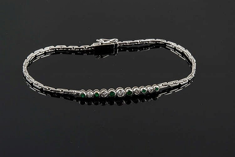 A GOLD, EMERALD AND DIAMOND BRACELET