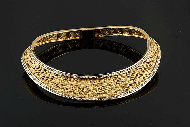 A GOLD AND DIAMOND CHOKER