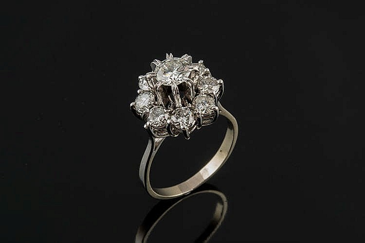 A GOLD AND DIAMOND RING