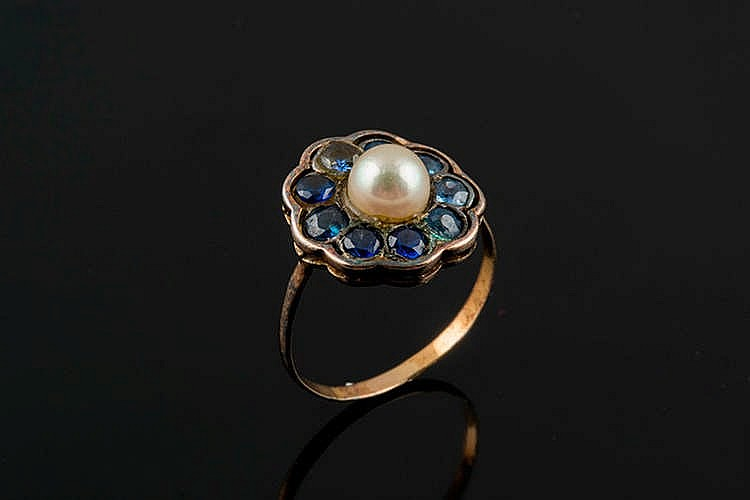 A GOLD, PEARL, COLORED GEMSTONE AND SAPPHIRE RING