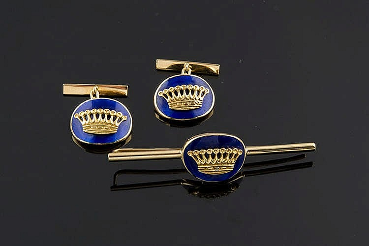 A SET OF CUFFLINKS AND TIE PINS