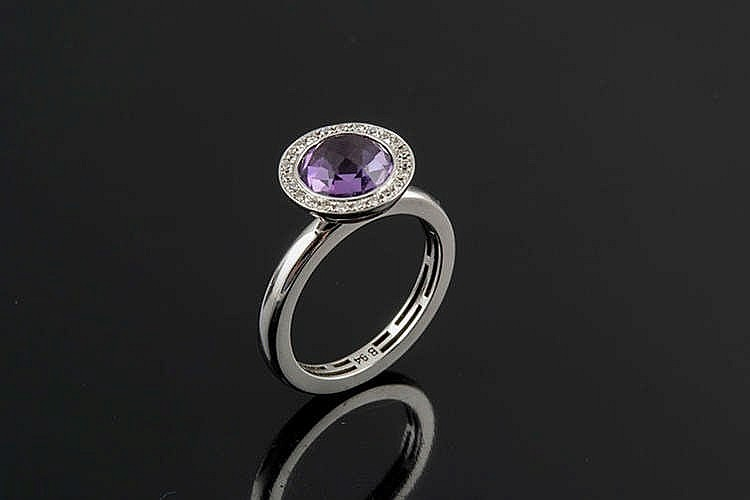 A GOLD, AMETHYST AND DIAMOND RING