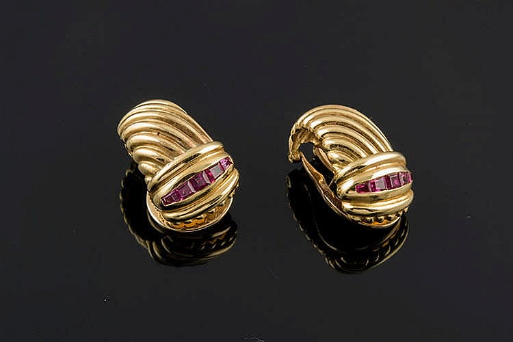 A PAIR OF GOLD AND RUBY EARRINGS