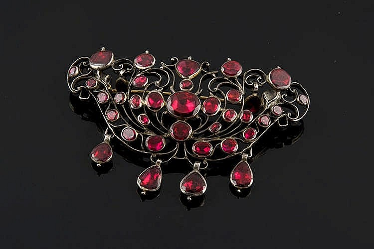 A GOLD, SILVER AND SPINEL BROOCH, POSSIBLY 18TH CENTURY