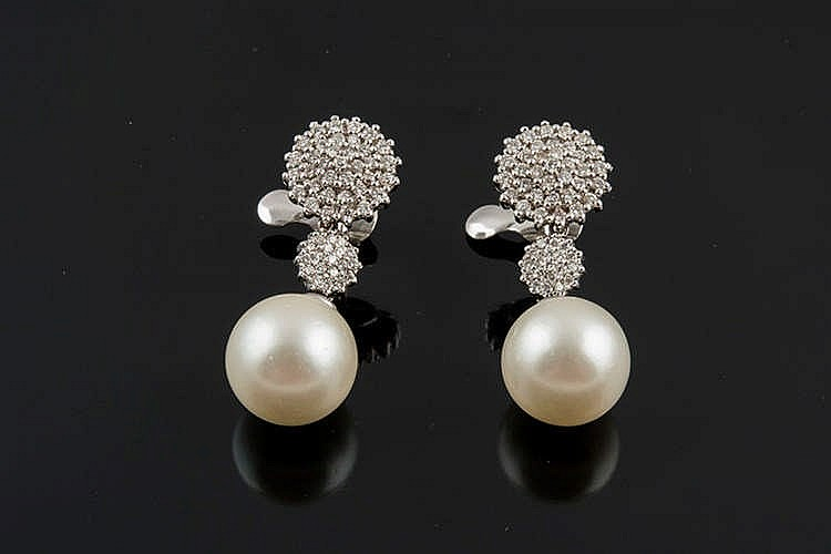 A PAIR OF GOLD, DIAMOND AND PEARL EARRINGS