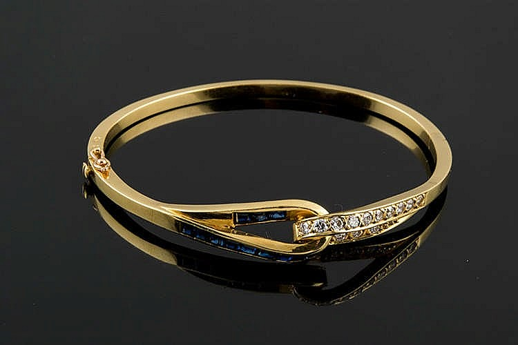 A GOLD, SAPPHIRE AND DIAMOND BRACELET
