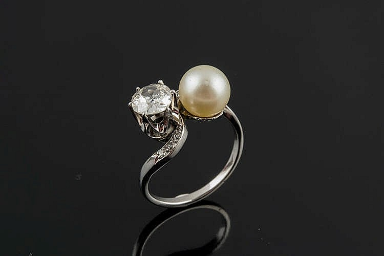 A PLATINUM , PEARL AND DIAMOND RING