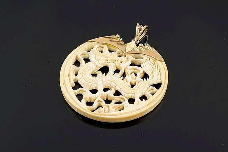 A GOLD AND CARVED IVORY PENDANT