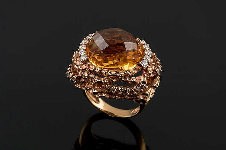 A GOLD, CITRINE AND DIAMOND RING