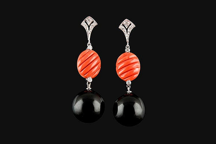 A PAIR OF GOLD, CORAL AND DIAMOND EARRINGS