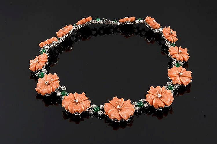 A GOLD, CORAL, EMERALD AND DIAMOND CHOKER