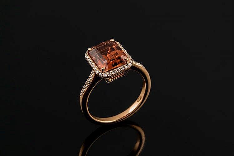 A GOLD, TOURMALINE AND DIAMOND RING