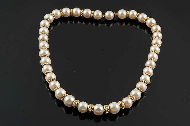 A PEARL, GOLD AND DIAMOND NECKLACE
