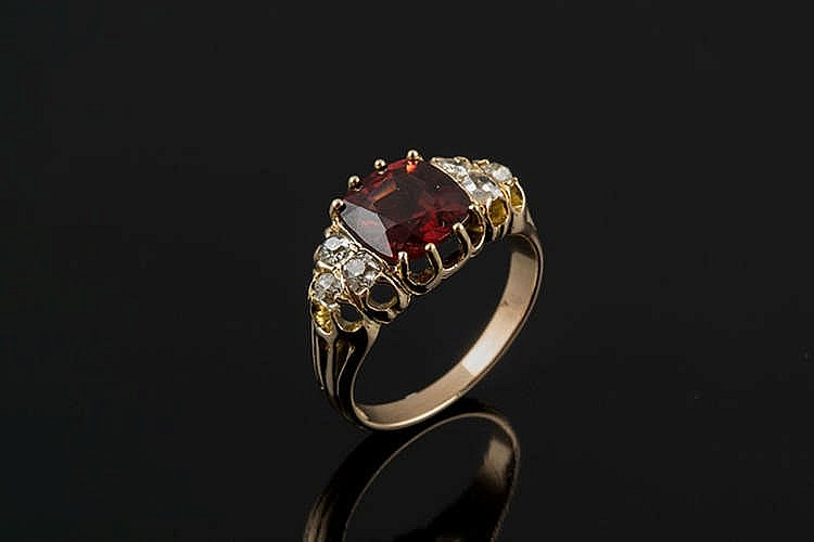 A GOLD, SPINEL AND DIAMOND RING