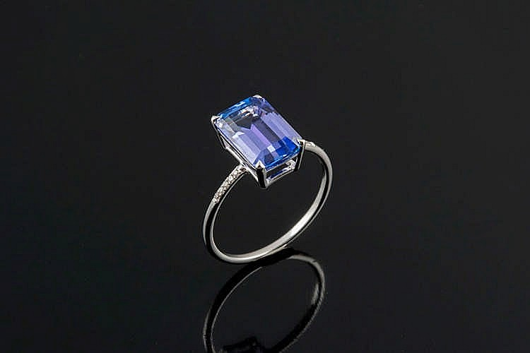 A GOLD, TANZANITE AND DIAMOND RING, BY CHRISTOS M