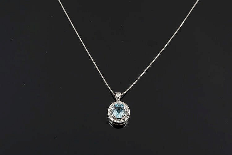 A GOLD, AQUAMARINE AND DIAMOND PENDANT NECKLACE