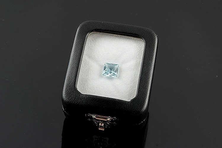 AN AQUAMARINE GEMSTONE
