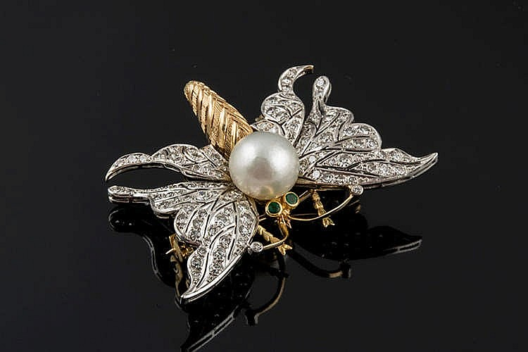 A GOLD, PEARL AND DIAMOND BROOCH
