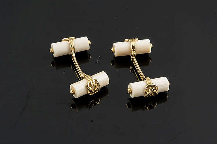 A PAIR OF GOLD AND IVORY CUFFLINKS