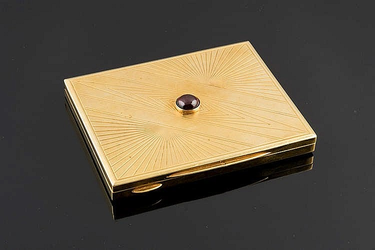 A FRENCH ART DECO GOLD AND RUBY PILL-BOX